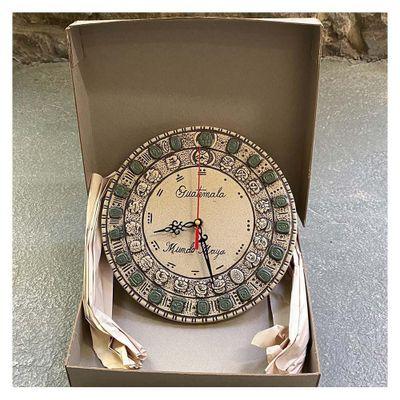 Reloj-Con-Jade-Y-Piedra-Ceramicas-Diseño-Glifos---Ceramicas-Mundo-Maya